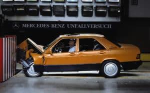 Baby Benz 201 beim Crashtest